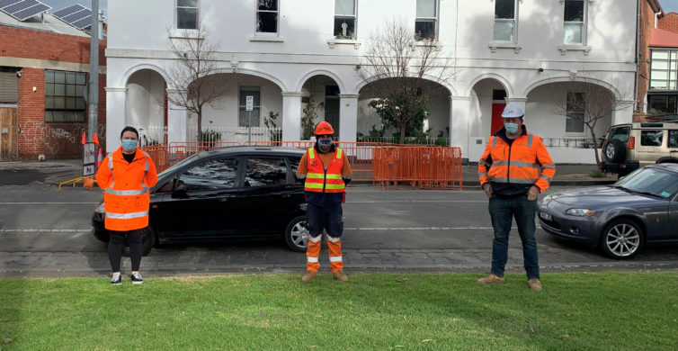 An act of kindness helps an elderly resident in Melbourne during COVID-19